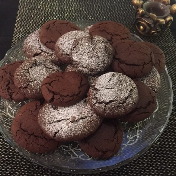 glass plate with nutella cookies