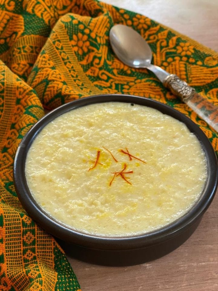 kheer in a bowl garnished with saffron