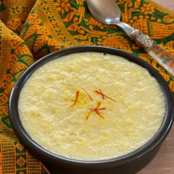 kheer in small black bowl with saffron strands