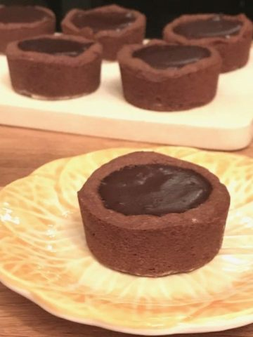 close up of a cookie cup filled with chocolate pudding