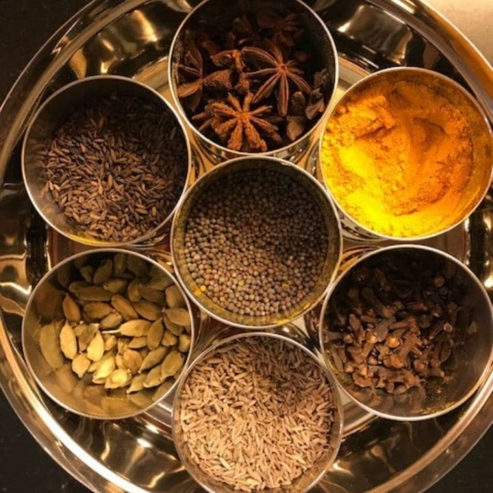 7 bowls of spices in a spice box