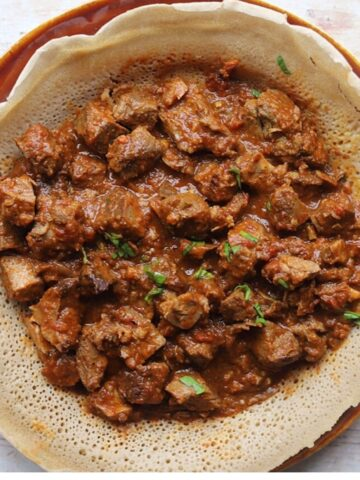 Image of overhead view of zigni on injera bread.